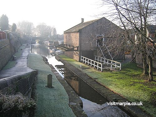 Marple Wharf in the winter of 2008, by David Burridge.